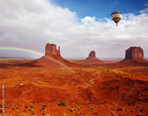 Keuken foto achterwand Rood traf. The balloon flies over Red Desert