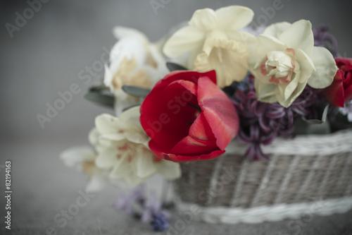 piekny-bukiet-wiosennych-kwiatow