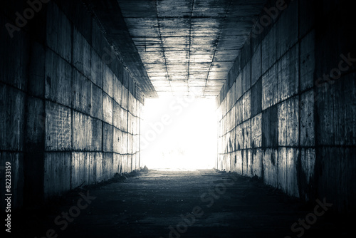 Foto light at the end of the tunnel