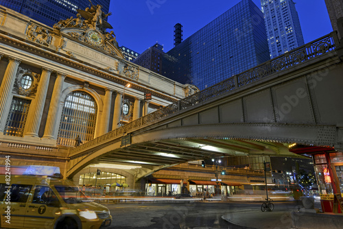 Photo  Grand Central Terminal, Manhattan New York showing fast paced mo