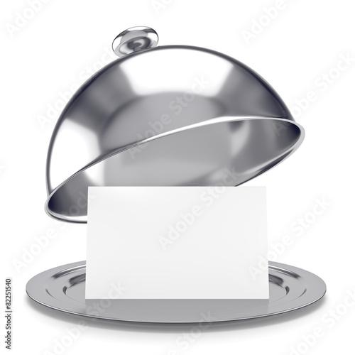 Fotografía vassoio d'argento con coperchio e biglietto