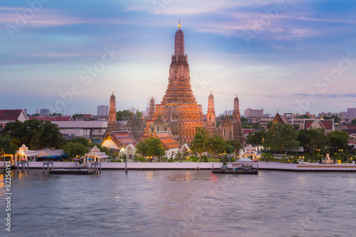 Poster Bangkok Wat Arun Temple, most famous travel place along the river