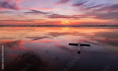 Fotobehang Pier Red Sunset Wet Beach Cross