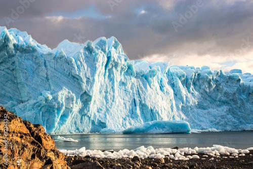 Valokuva  Early morning on the glacier Perito Moreno, Argentina