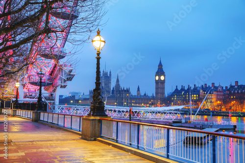 Foto op Aluminium London Overview of London with the Clock tower early in the morning