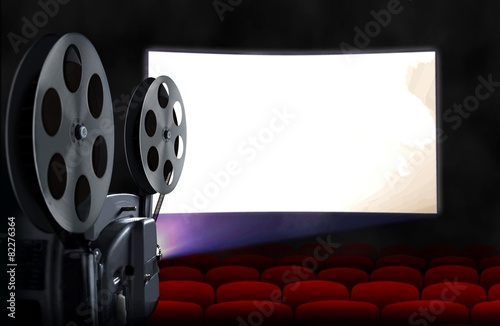 Photo  Blank cinema screen with empty seats and projector