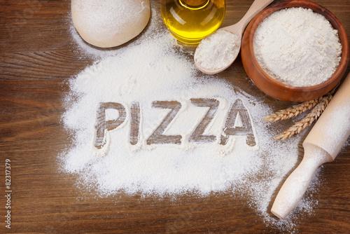 napis-na-tablicy-pizza
