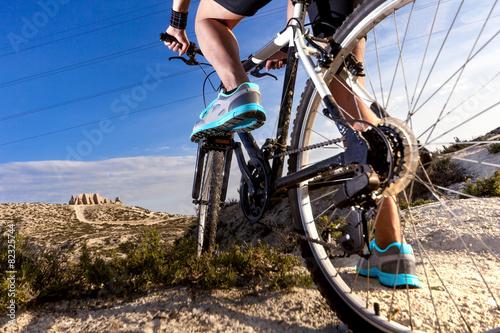 Fotografie, Tablou  Deportes. Bicicleta de montaña y hombre.Deporte en exterior