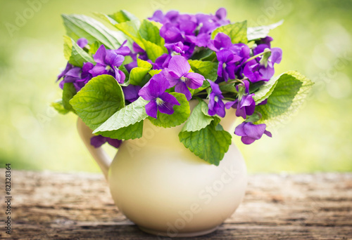 Fotografija  Bouquet of violet flowers on the table