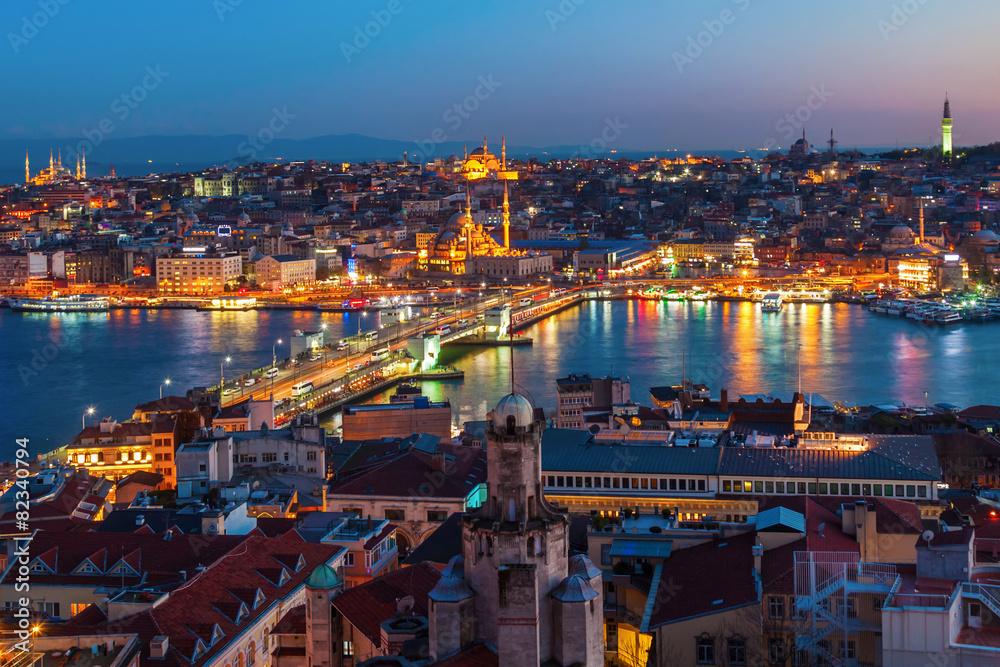 Fototapeta Nachtansicht von Istanbul mit der Galatabrücke - obraz na płótnie