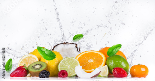 Foto op Plexiglas Vruchten Fruit with water splash