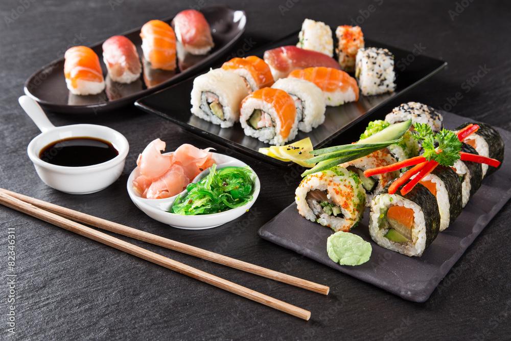 Obraz Japanese seafood sushi set fototapeta, plakat
