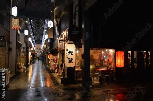 Foto auf Leinwand Kyoto Geschäfte und Restaurants in der Innenstadt von Kyoto, Japan