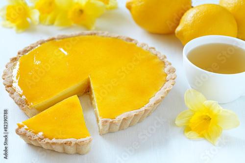 Photographie Delicious homemade lemon tart pie with green tea