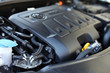 Motorraum und Ölmessstab