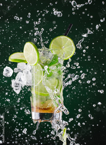 fresh mojito drink with liquid and drift Canvas Print