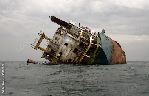 Foto op Canvas Schipbreuk Shipwreck, rusty ship wreck