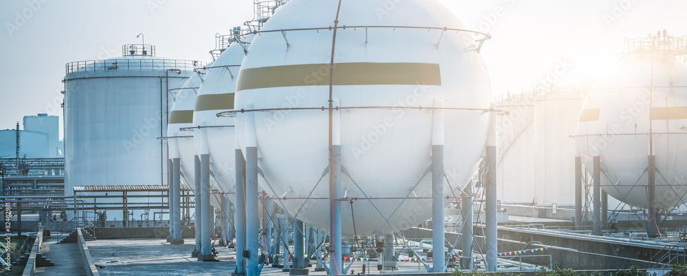 Fototapety, obrazy: gas tanks for petrochemical plant