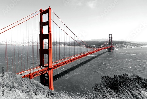 Fotobehang Bruggen Golden Gate Bridge Red Pop on B&W