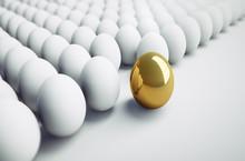 Goldenes Ei Zwischen Weißen E...
