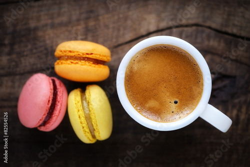 Foto op Plexiglas Macarons Good morning concept with espresso coffee and French macarons