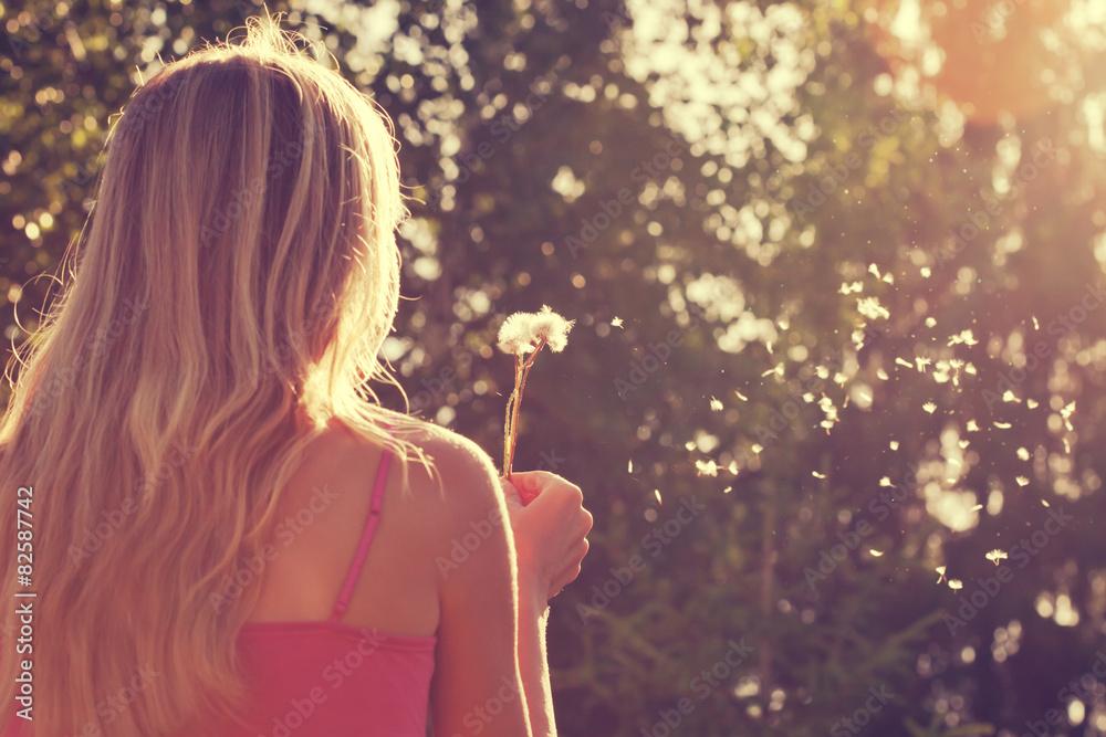 Fototapety, obrazy: Woman blowing a dandelion
