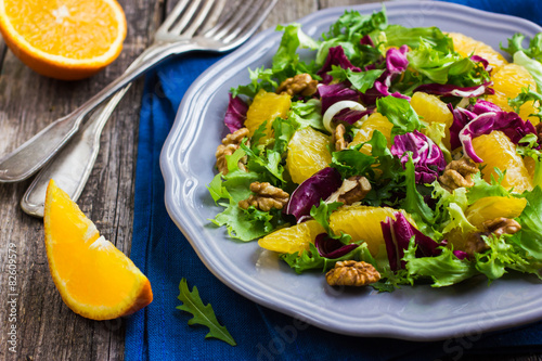 Stampe  Salad mix with orange and walnuts