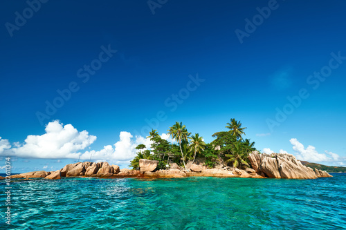 Foto op Aluminium Eiland Beautiful tropical island
