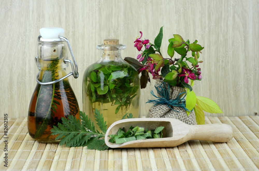 Fototapety, obrazy: Ziołolecznictwo ziołowe nalewki zestaw bio eco zdrowie