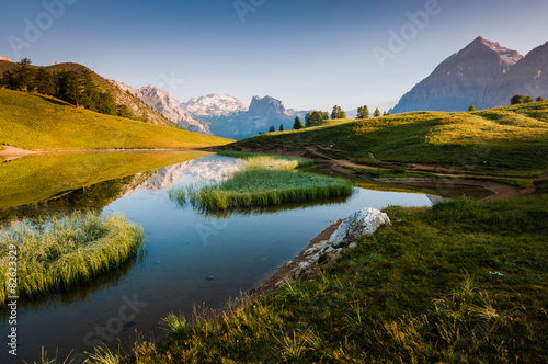 Cadres-photo bureau Reflexion Lago di montagna all'alba