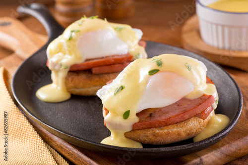 Photo Eggs Benedict with Thick Cut Ham