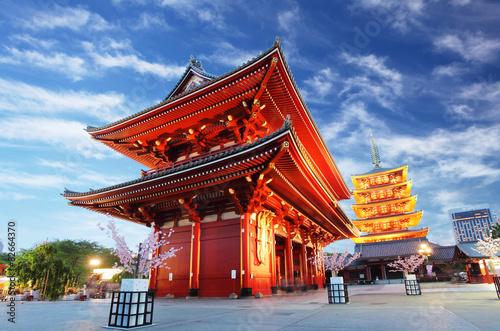 Fotobehang Tokyo Asakusa temple with pagoda at night, Tokyo, Japan
