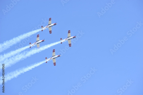 Photo  Synchronized flight of 4 planes in the team