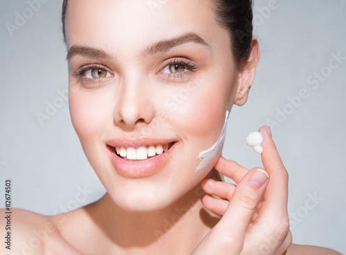 Fotografía  La cara de la chica después de cosméticos para el cuidado