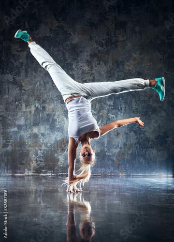 mloda-kobieta-tancerz