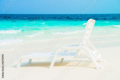 Платно Sand beach and ocean wave, South Male Atoll. Maldives