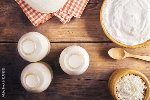 Fotobehang Zuivelproducten Variety of dairy products laid on a wooden table background