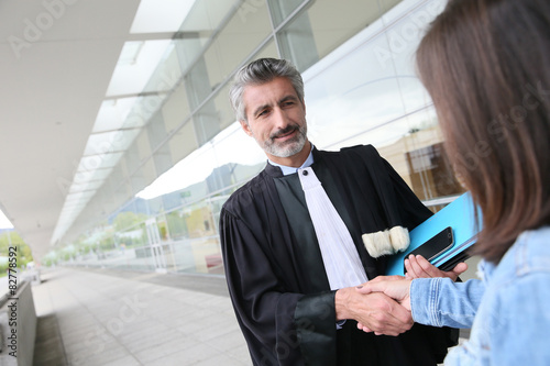Photo  Lawyer meeting client in courthouse before trial
