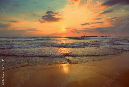 Tuinposter Zee zonsondergang tropical sea sunset - vintage retro style
