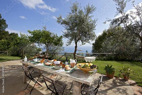 Foto op Plexiglas Toscane brunch in giardino con panorama