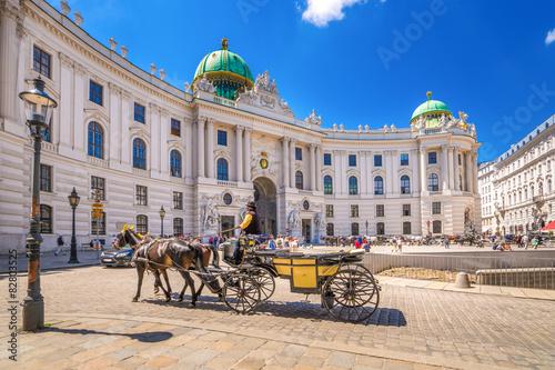 In de dag Wenen Fiaker vor der Alten Hofburg