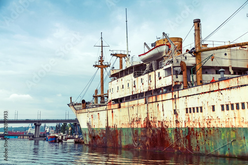 Keuken foto achterwand Schip Old abandoned rusted ship stands moored in Varna