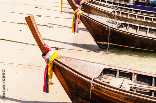 Foto  Longtail boat bow on the beach