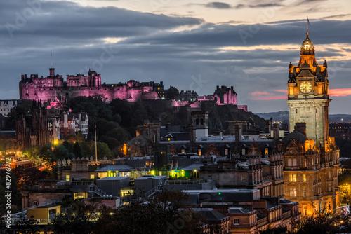 Poster Amsterdam Edinburgh castle and Cityscape at night, Scotland UK