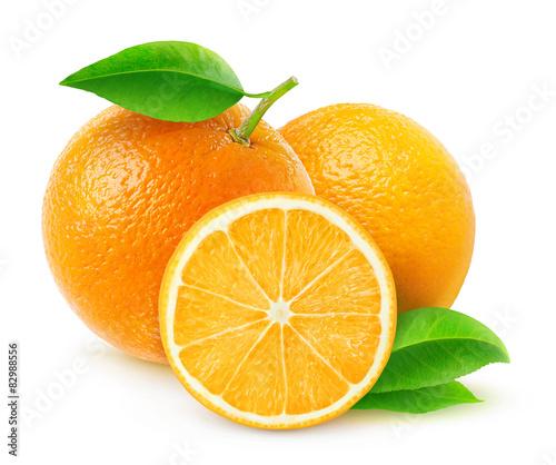 swieze-pomarancze-z-listkami-w-zblizeniu