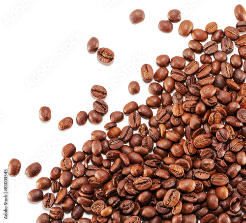 Papiers peints Salle de cafe coffee grains isolated on the white background