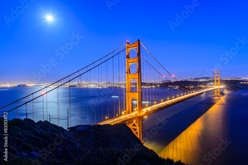 Spoed Foto op Canvas Brug Golden gate bridge at night in San Francisco