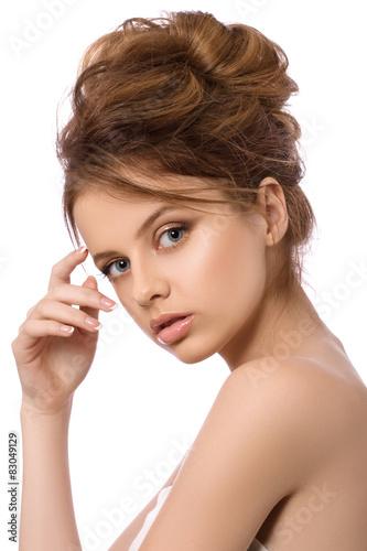 piekno-portret-mloda-kobieta-zdroju-pojecie