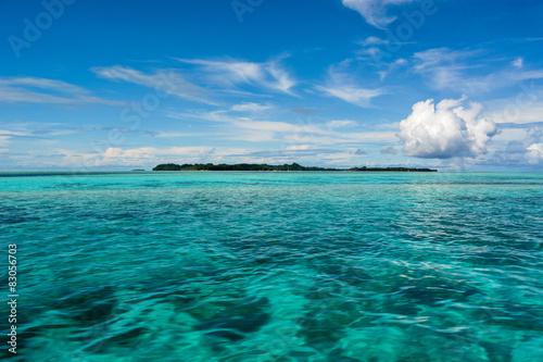 Samotna wyspa na oceanie
