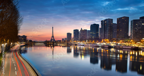 Poster de jardin Paris Eiffel tower and Seine river at sunrise, Paris - France